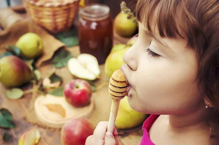 6 مورد از مزایای عسل برای سلامتی کودکان
