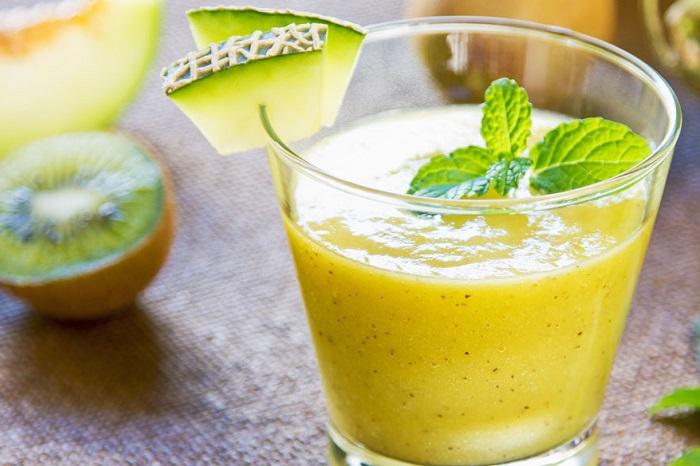 اسموتی چای سبز با انبه و کیوی